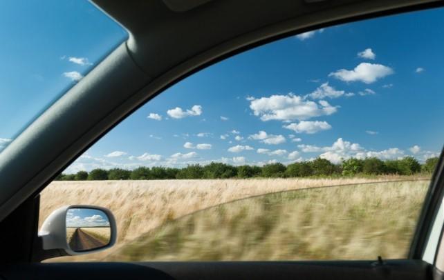 finestrino auto aperto